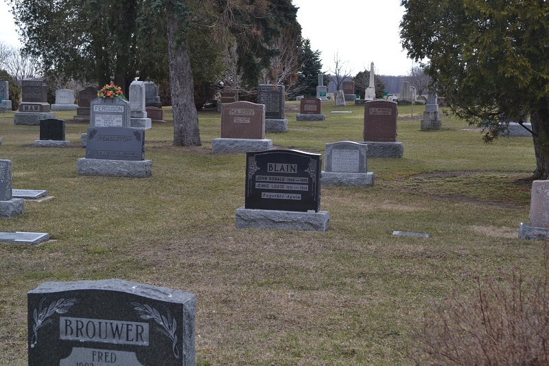 Warwick United Church / Warwick Pioneer Cemetery